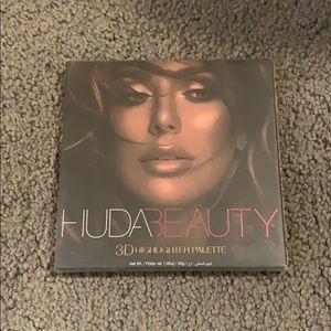 UNUSED Huda Beauty 3D Highlighter Palette